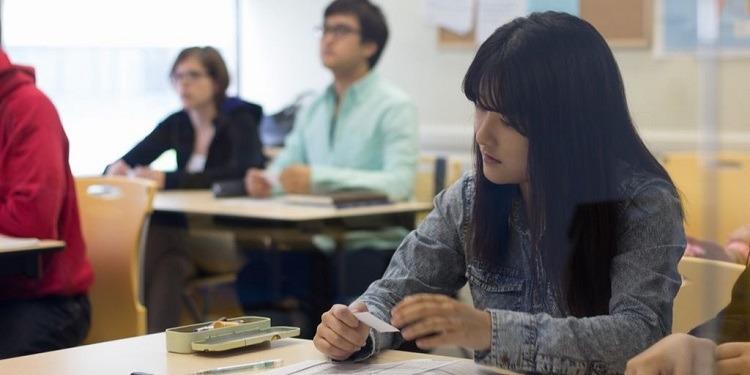 学生社会人シニア大人むけ短期長期語学留学 カナダ トロント 一般ビジネス英語 IELTSケンブリッジTOEFLTOEIC対策 ホームステイレジデンス ボランティア 日本人スタッフ フランス語 ILSC 勉強クラス授業