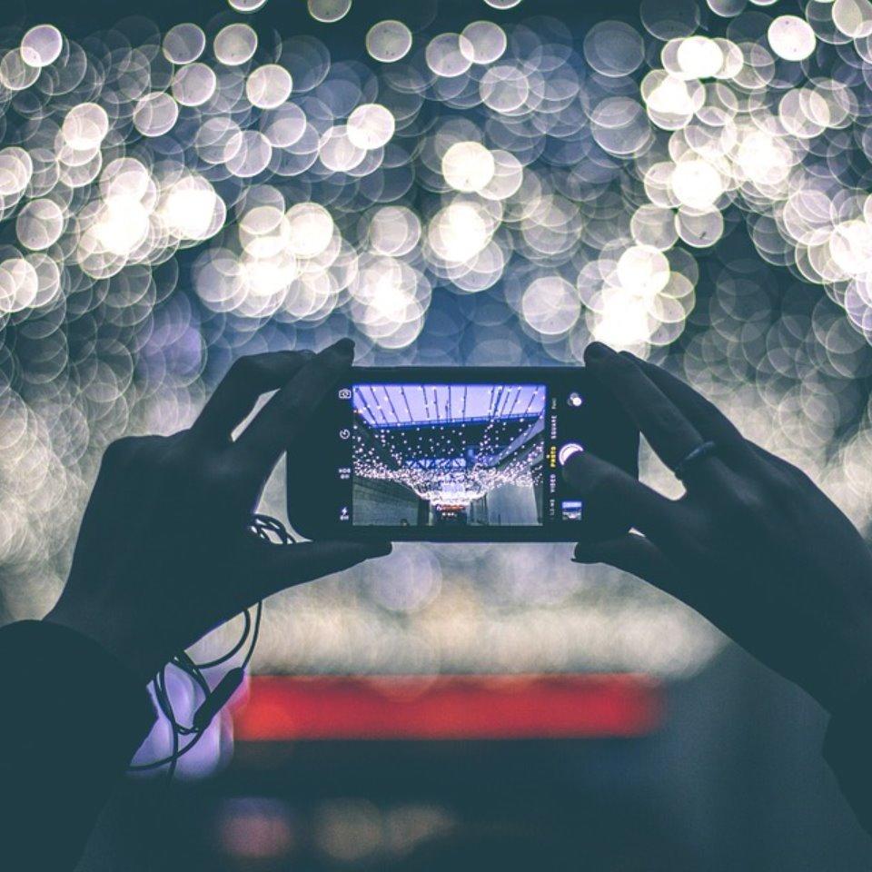 留学のISI国際学院 写真や動画を撮影