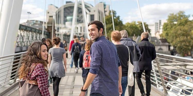 学生社会人シニア大人むけ短期長期語学留学 イギリスロンドン 語学学校 KAPLANカプラン レスタースクエア ホームステイ レジデンス 半日総合集中英語 ビジネス英語 IETLS,ケンブリッジ対策 観光アクティビティ
