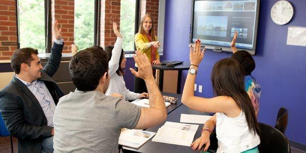 学生社会人シニア大人むけ短期~長期語学留学 アメリカ・ボストンケンブリッジ 英語レッスンビジネス英語TOEFL対策 ホームステイレジデンス KAPLAN International English 授業