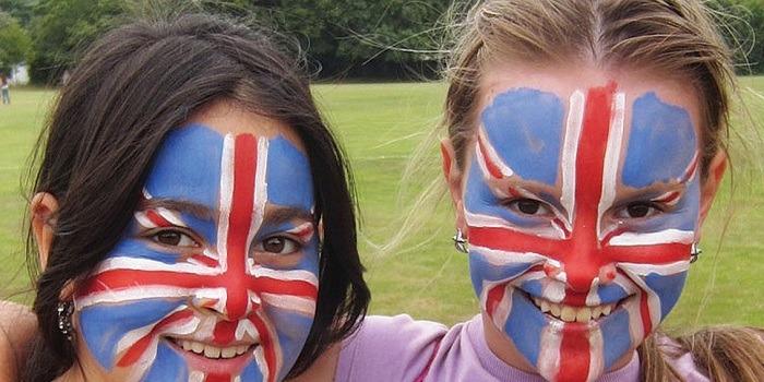 中高生の夏休み短期留学 イギリス・ボーンマスの語学学校で英語レッスン+アクティビティ。人気の留学先で滞在はホームステイ。Anglo-Continental主催 友達を作ろう