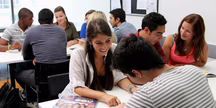 学生社会人シニア大人むけ短期長期語学留学 カナダ オンタリオ州 トロント 一般ビジネス英語 TOEFLIELT対策 大学進学パスウェイ ホームステイレジデンス アクティビティ ILACアイラック 授業クラス