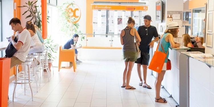 学生社会人シニア大人むけ短期~長期語学留学 マルタセントジュリアンズ EC English School Malta 一般&ビジネス英語 TOEFLIELTSケンブリッジテスト対策マンツーマン ホームステイレジデンス 30代40代50代 学校
