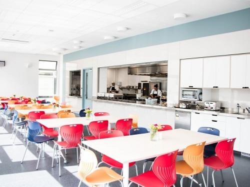 ニュージーランド高校留学 ウェリントンWellington クイーン・マーガレット・カレッジ 私立、女子校 Queen Margaret House(学生寮)カフェテリア