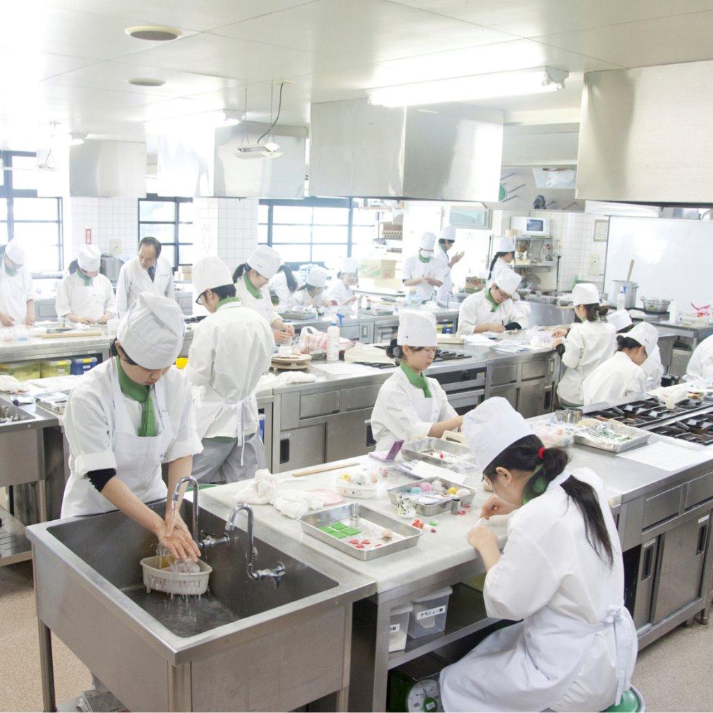 洋菓子・製パン実習室