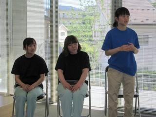 左から、谷さん。小関さん。そして、今年卒業した林崎さん。後輩の質問に丁寧にしっかりと答えてくれました。