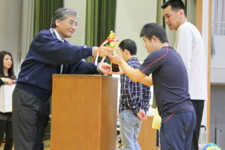 上位入賞チームには、賞状、トロフィー(風船バレー)、賞品が授与されます。