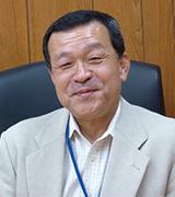 総合政策学科 教授 貝山 道博