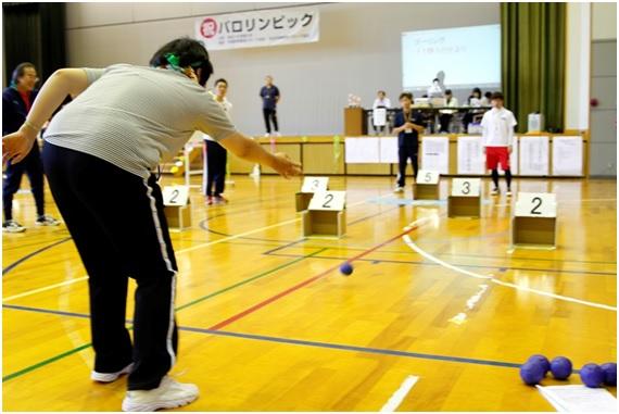 第一種目はゴーリング。最も遠いゴールをめざして高得点を狙うか、確実に近くのゴールに入れて得点を重ねるのか、作戦が勝敗を分ける競技です。