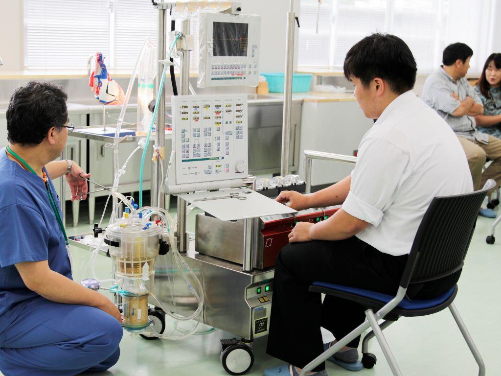 高度医療機器の操作体験ができる。