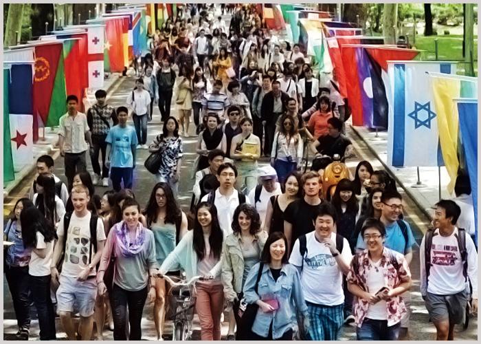 2 中国語教育最高峰の北京語言大学本校を見学し、現在留学中の先輩の話を聴く