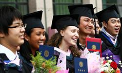 1. 北京本校と全く同じスタイルの「直接教授法」を採用。