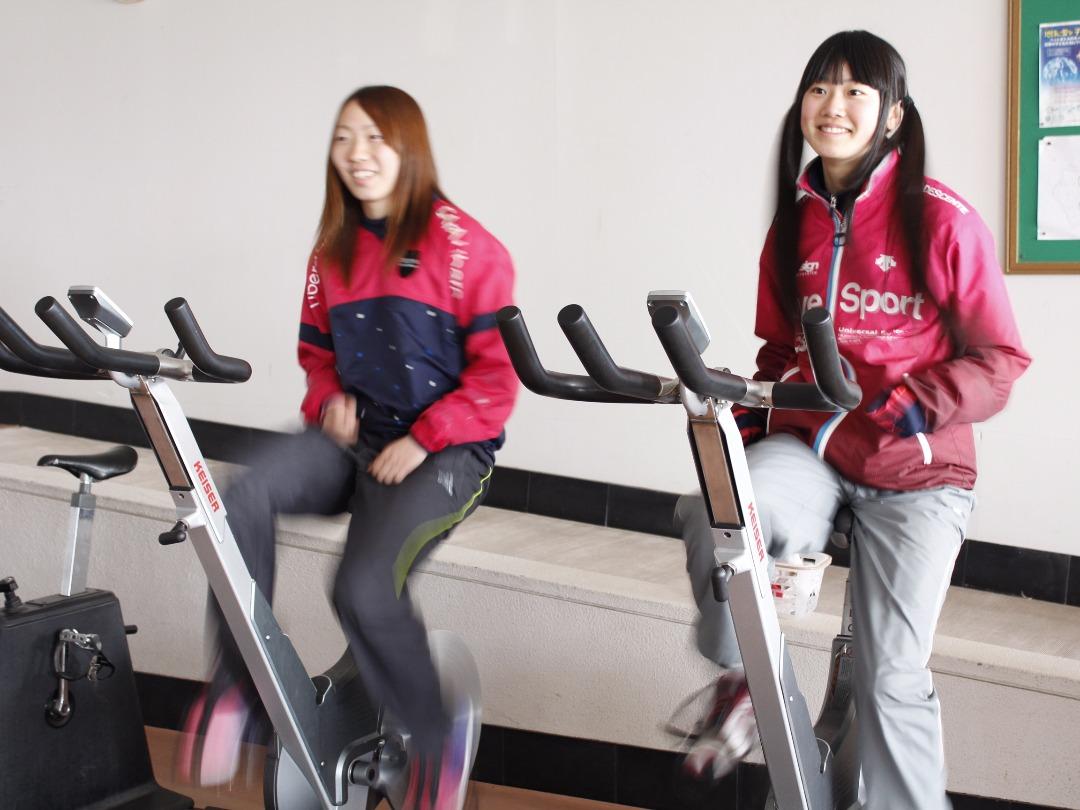 本格的な筋力トレーニングもできるマシンも完備