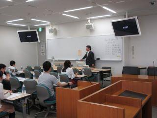 実務家教員(弁護士)鈴木智洋准教授による講義