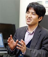 文学部 教授 鎌倉 利光