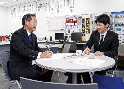 就職活動中の学生に時間をかけ丁寧にアドバイス