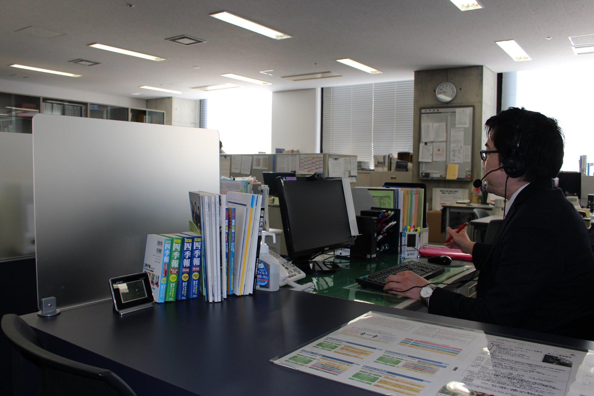WEB面談するキャリア支援センターカウンセラー②