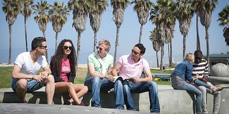 学生社会人シニア大人むけ短期~長期語学留学 アメリカ・ロサンゼルスWestwood 英語レッスンビジネス英語TOEFL対策 ホームステイレジデンス KAPLAN International English ビーチ