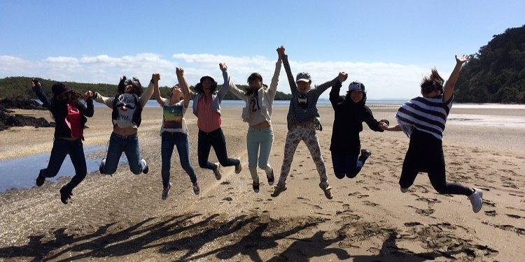 中学生高校生の夏休み短期留学 ニュージーランドオークランドで英語レッスン+アクティビティ滞在はホームステイ日本人スタッフ駐在Dominion English Schools