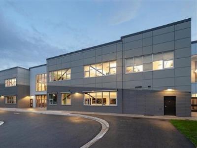 ラングレー・セカンダリー・スクール (Langley Secondary School)