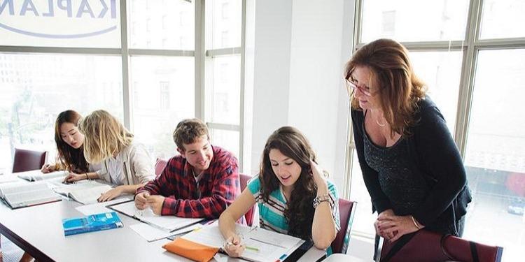 学生社会人シニア大人むけ短期長期語学留学 カナダ バンクーバー 語学学校 KAPLANカプラン ホームステイ レジデンス 半日総合集中英語 ビジネス英語 TOEFL,IETLS,ケンブリッジ対策 授業クラス