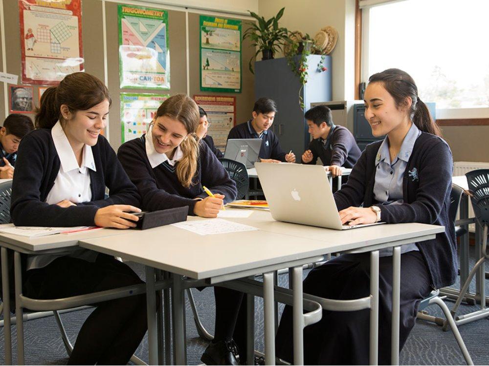 公立マウントアルバートMount Albert Grammar School) MAGS 共学 制服 ホームステイ 学生寮 ラグビー
