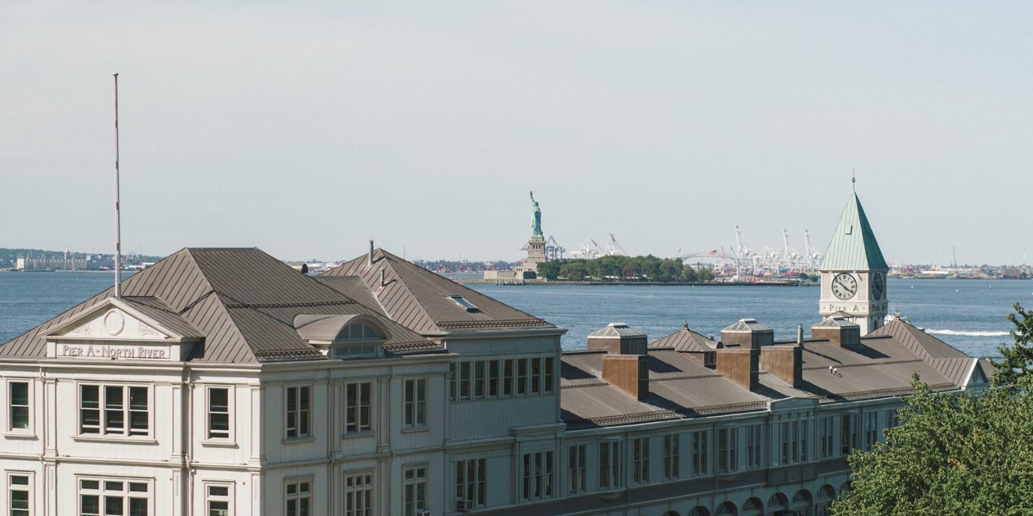 中高生夏休み留学 アメリカ・ニューヨーク 景色 自由の女神 窓からの眺め