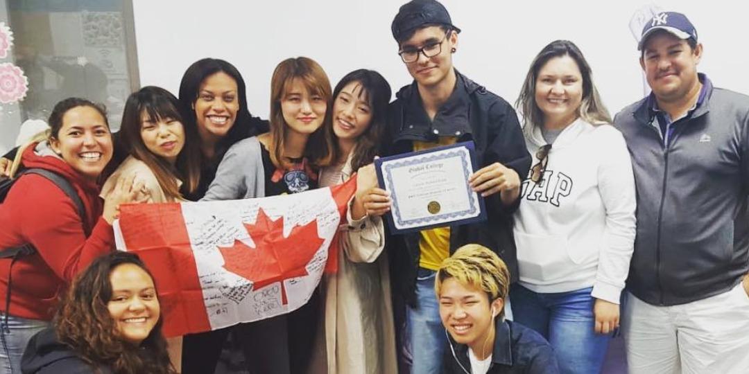 小学生 中学生 高校生むけ 夏休み留学 カナダ バンクーバー 英語 選択科目 トリニティウェスタン大学 TWU 日本人スタッフ Global College 学生寮 クラスメイト インターナショナルスチューデント 留学生 卒業
