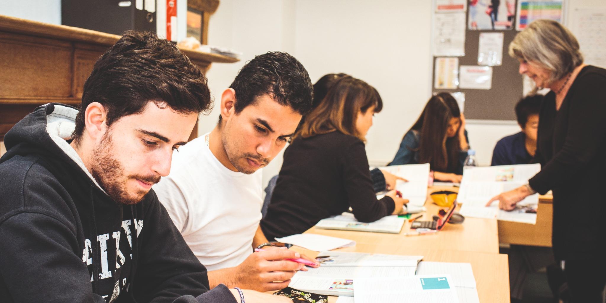 中高生夏休み留学 イギリス・ブライトン シュプラッハカフェ 勉強 英語 クラス クラスメイト