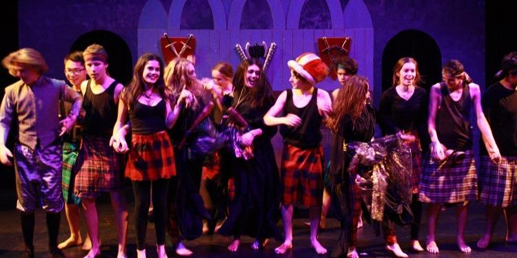 ニュージーランド高校留学 オークランド 公立高校 ウェスタンスプリングスカレッジ(Western Springs College)共学 私服 ホームステイ滞在 選択科目が豊富 アート 演劇舞台