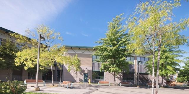 アラン・ロイ・マックニール・セカンダリー・スクール (A.R. MacNeill Secondary School)