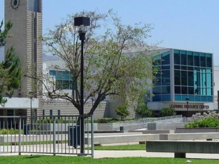 学生社会人シニア大人むけ短期長期語学留学 アメリカカリフォルニア州ロサンゼルスLA 語学学校 FLS International Citrus College シトラスカレッジ