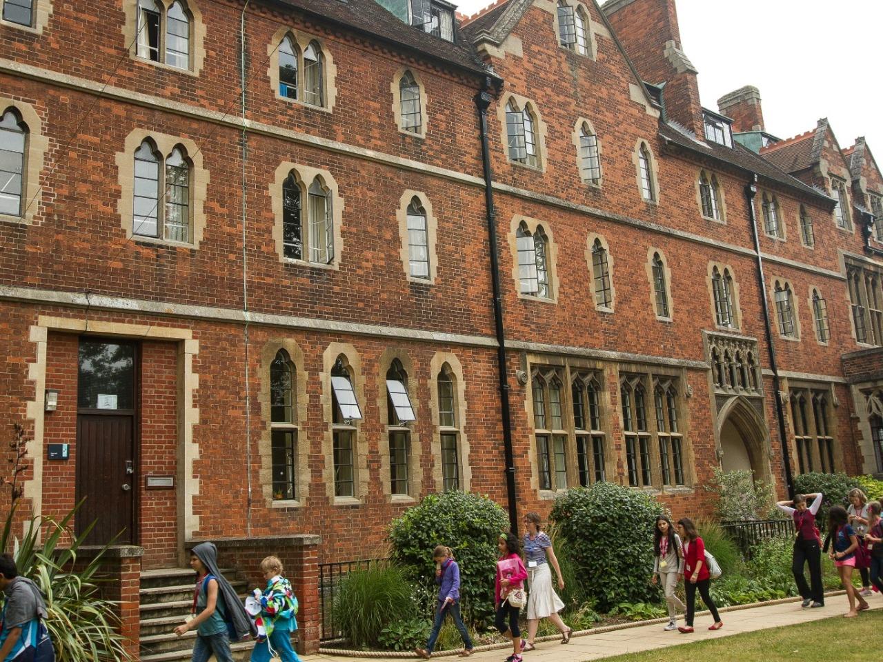 ISI国際学院 中高生の夏休み留学 イギリスケンブリッジ Studio Cambridge Sir Edward 寮