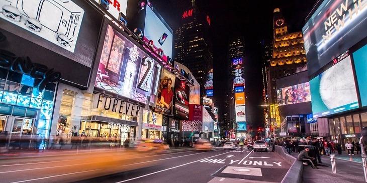 【ニューヨーク】大学生社会人シニア大人 18歳以上 1週間から語学留学 英語アクティビティビジネス英語進学準備TOEFLIELTSテスト対策エクステンション講義聴講単位 ホームステイ学生寮レジデンス