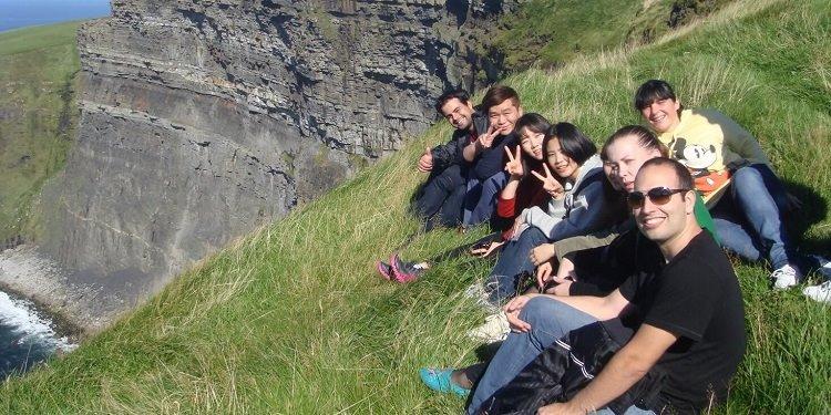 学生社会人シニア大人むけ短期長期語学留学 アイルランド ダブリン 一般 IELTSケンブリッジ対策 ソーシャルアクティビティ ホームステイレジデンス ATLAS Language Schoolアトラス 観光旅行