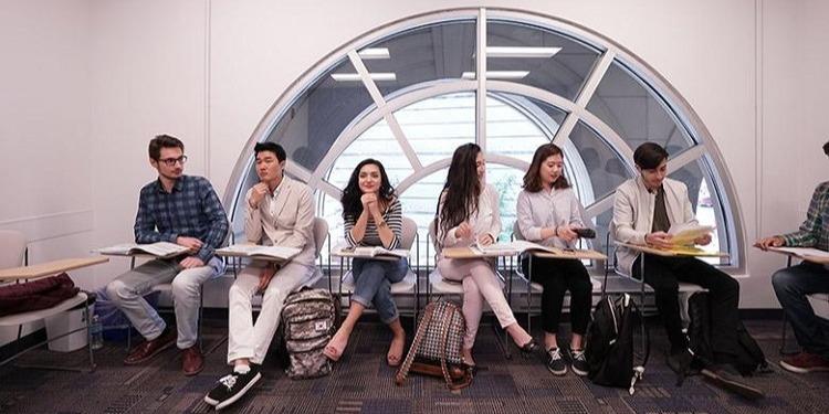 学生社会人シニア大人むけ短期長期語学留学 カナダ トロント 語学学校 KAPLANカプラン ホームステイ レジデンス 半日総合集中英語 ビジネス英語 TOEFL,IETLS,ケンブリッジ対策 大学進学パスウェイ 授業クラス