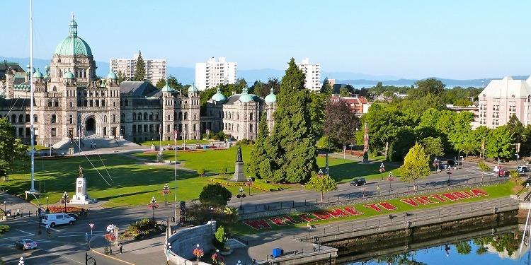 学生社会人シニア大人むけ短期長期語学留学 カナダ ブリティッシュコロンビア州 ビクトリア 議会