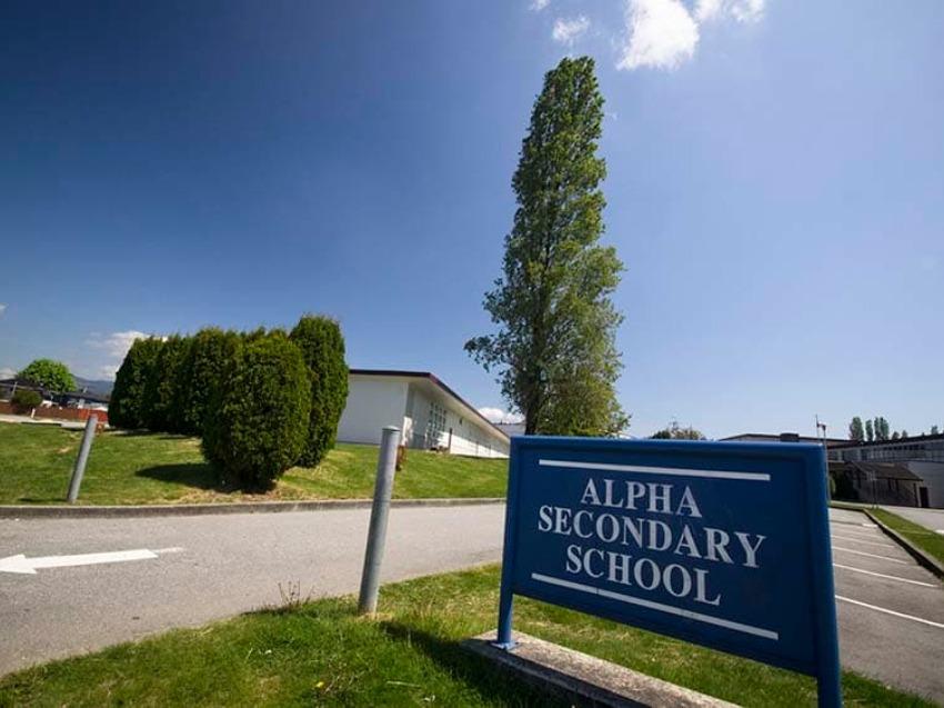 カナダ高校留学 バンクーバー 公立高校 Alpha Secondary School