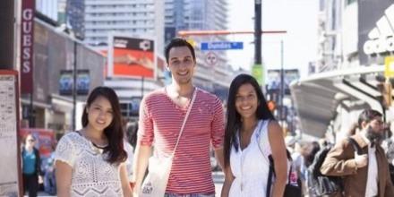 学生社会人シニア大人むけ短期長期語学留学 カナダ オンタリオ州 トロント 語学学校 EC Toronto
