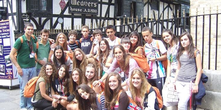 小学生中学生高校生 夏休み留学 イギリス・カンタベリー 実践英語とプレゼンテーション+アクティビティ観光スポーツアート 日本人スタッフ Concorde International ホームステイ クラスメイト