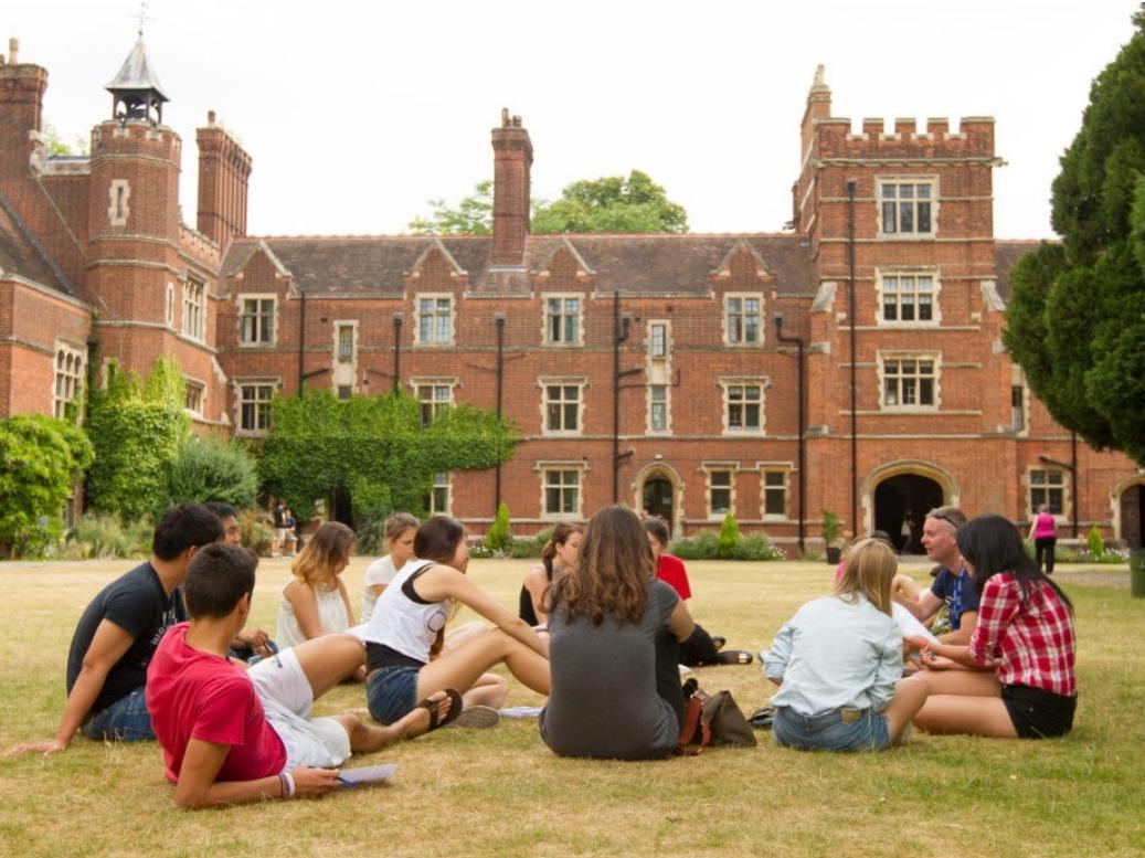 ISI国際学院 中高生の夏休み留学 イギリスケンブリッジ Studio Cambridge Sir Christopher 寮