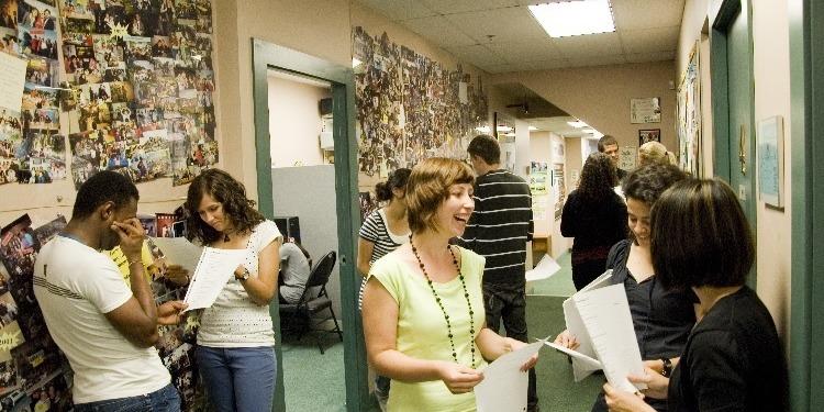 【高校生の夏休み留学】日常会話で実際に必要な英語スキルを身につけることが出来ます。英語コンテスト、質問大会、ゲームなど生徒同士の交流を促すアクティビティの充実さから留学生に圧倒的な人気。8月下旬まで実施のプログラムです。滞在先はホームステイ。主催はCanadian Second Language Institute。