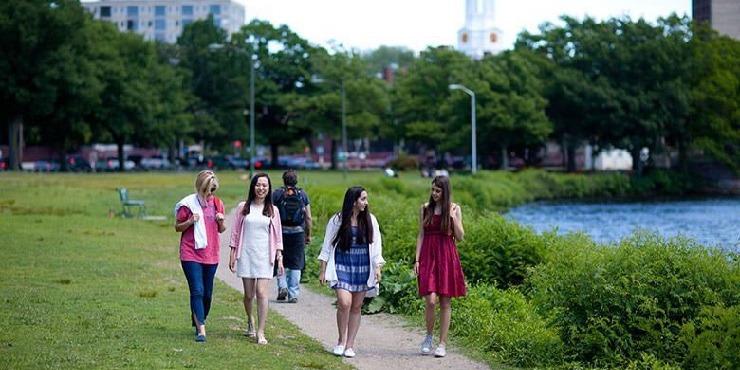 学生社会人シニア大人むけ短期~長期語学留学 アメリカ・ボストンケンブリッジ 英語レッスンビジネス英語TOEFL対策 ホームステイレジデンス KAPLAN International English ボストン生活