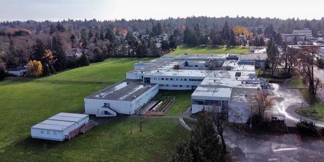 レイノルズ・セカンダリー・スクール Reynolds Secondary School