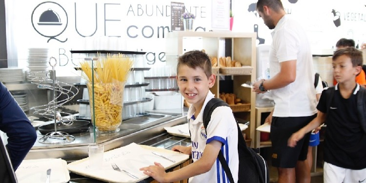 小中高校生の夏休み短期留学  レアルマドリード 英語+サッカー アクティビティ