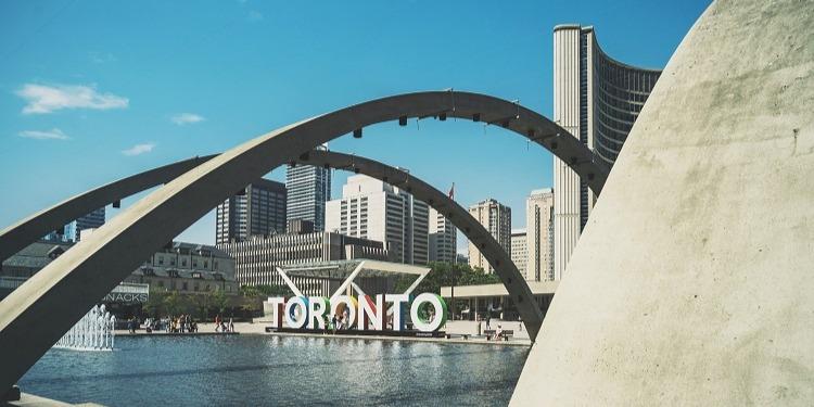 サンプル画像1学生社会人シニア大人むけ短期長期語学留学 カナダ オンタリオ州 トロント 語学学校 都市