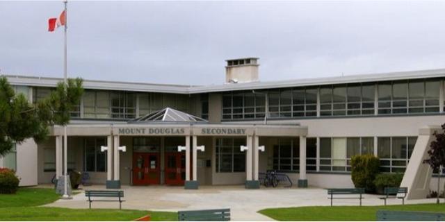 マウント・ダグラス・セカンダリー・スクール Mount Douglas Secondary School