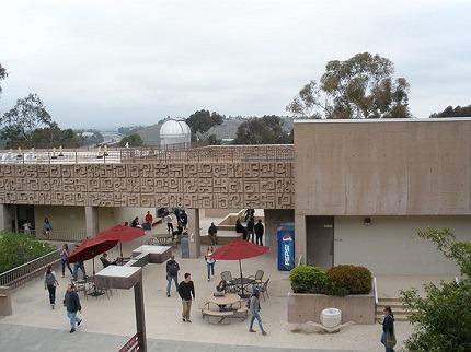 学生社会人シニア大人むけ短期長期語学留学 アメリカカリフォルニア州ロサンゼルスLA 語学学校 FLS International Saddleback College サドルバックカレッジ
