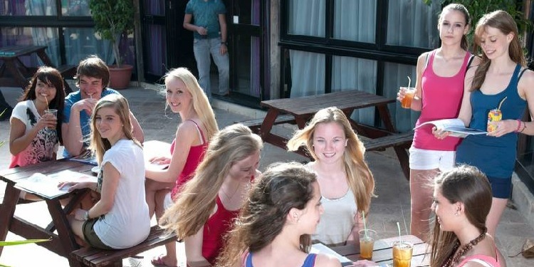 ISI国際学院ジュニア中学生・高校生の夏休み短期留学 シュプラッハカフェ(Sprachcaffe)マルタ・セントジュリアンズ校