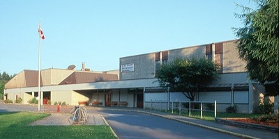 D.W.ポピー・セカンダリー・スクール D.W. Poppy Secondary School